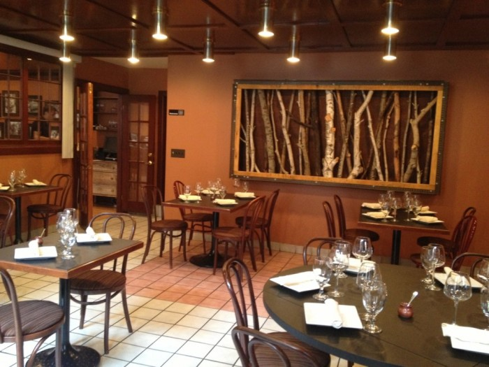 "Osteria 166 Offers ""Italian Pub"" Vibe"
