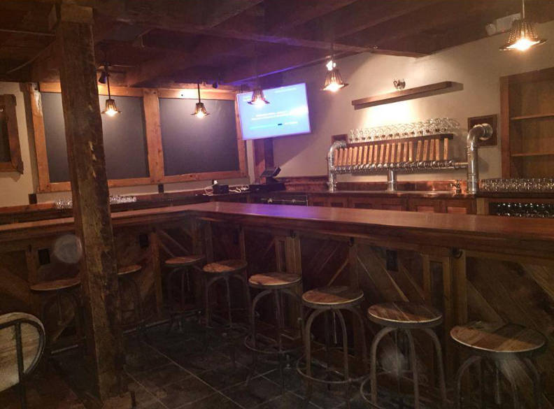 moor pat craft beer bar