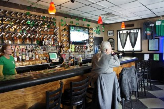 Step Out Buffalo, dining in buffalo, dining out, food in buffalo, south buffalo, conlons, conlons bar and grill, conlons south buffalo, bar