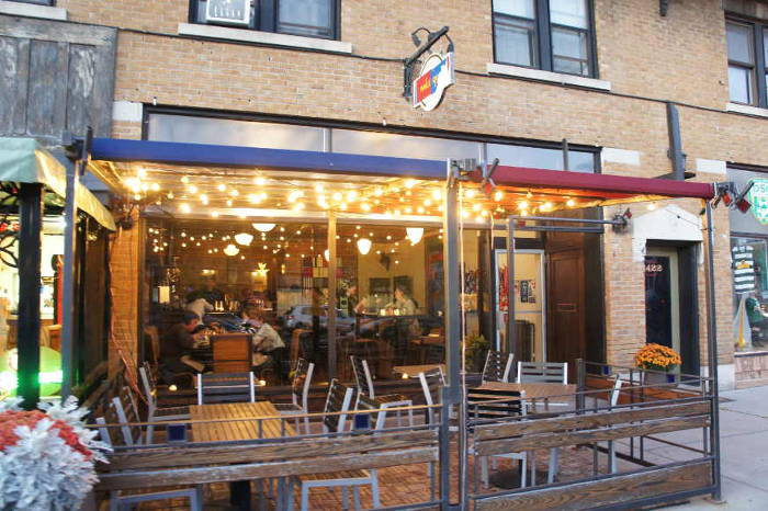 mes que, soccer bar, hertel ave bar, bars on hertel ave,  step out buffalo, march madness, where to watch basketball games, where to watch the game, bars to watch the game, bars in buffalo, best bars in buffalo, best sports bars in buffalo, where to watch march madness, march madness