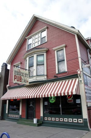 Outside view of Essex Street Pub, Buffalo Restaurants