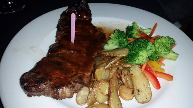 Curlys_bar-and_grille_buffalo_steak