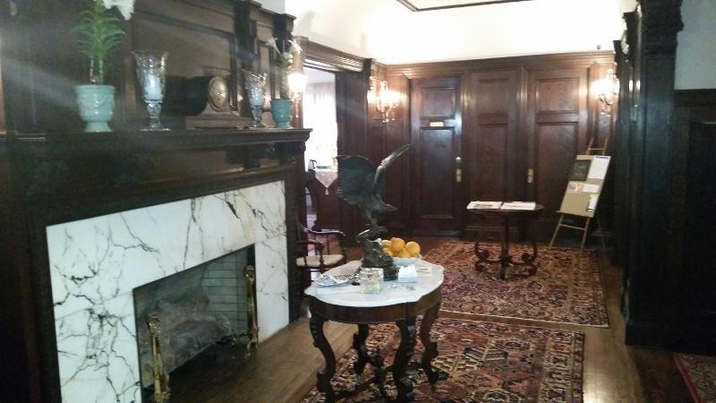 Innbuffalo Off Elmwood interior