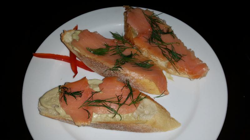 raclettes-salmon-tartine