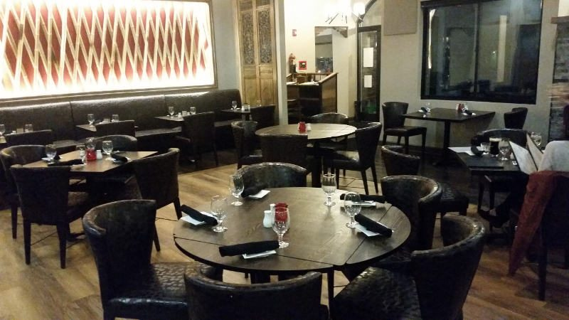 Hollow Bistro dining room