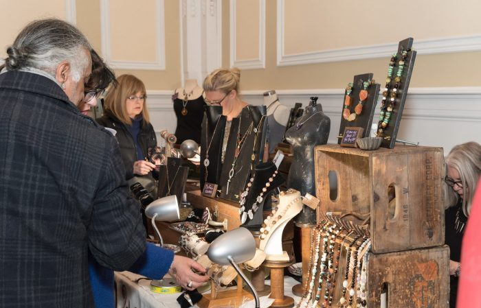 10 Holiday Vendor Markets Happening This Weekend Dec 1 – 3