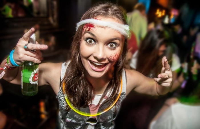 The Crawling Dead: Halloween Bar Crawl