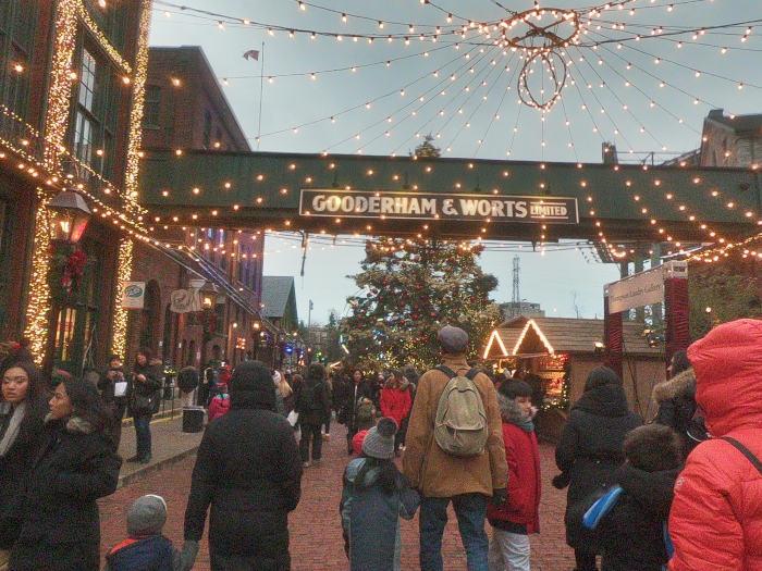 toronto road trip - christmas market guide