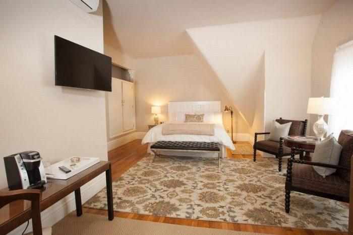 Art Nouveau West Suite at InnBuffalo