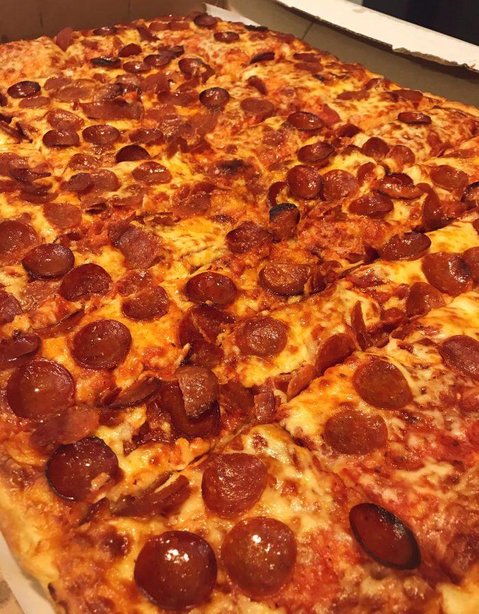 Carbone's / Photo x Buffalo Pizza Blog