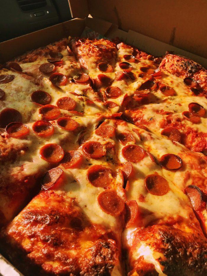Imperial Pizza / Photo x Buffalo Pizza Blog