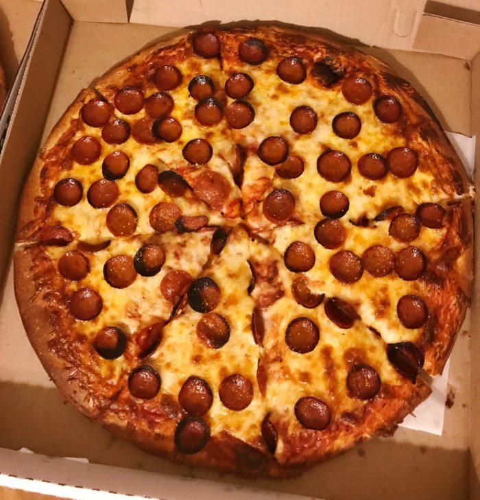 Johnny's Pizzeria / Photo x Buffalo Pizza Blog
