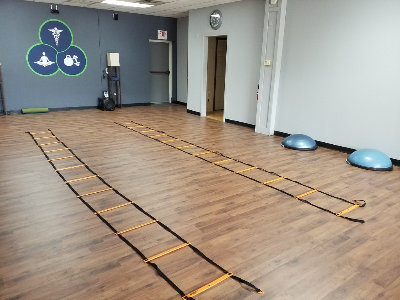 Clinic-wall-graphic-ladders-and-bosu-1