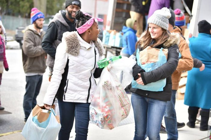 8 Excellent Places to Volunteer This Holiday Season