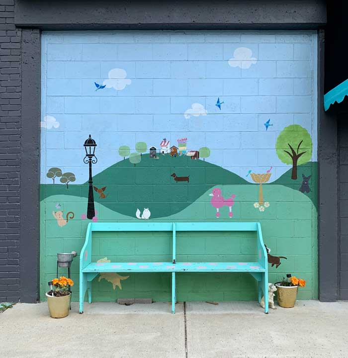 street art: Tres Chic Boutique