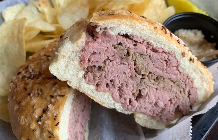 Best Restaurants for Beef On Weck According to Western New Yorkers
